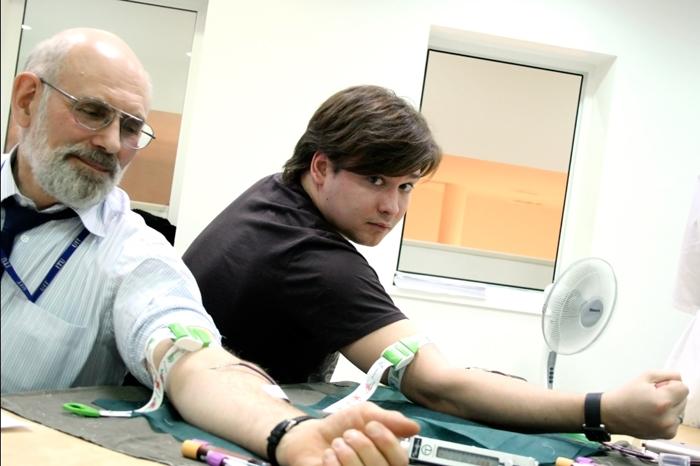 В больнице Индии у 23 детей обнаружен ВИЧ после переливания донорской крови