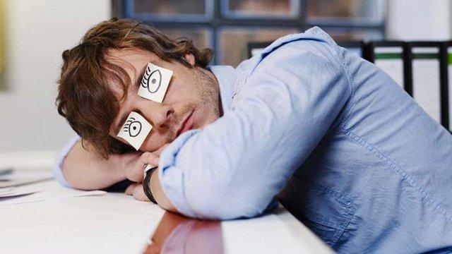 9 способов против сонливости на работе