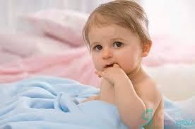 Что делать, если ребёнок постоянно сосёт палец?