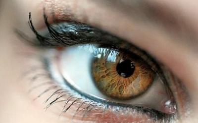 У людей с ВИЧ повышен риск развития болезней глаз
