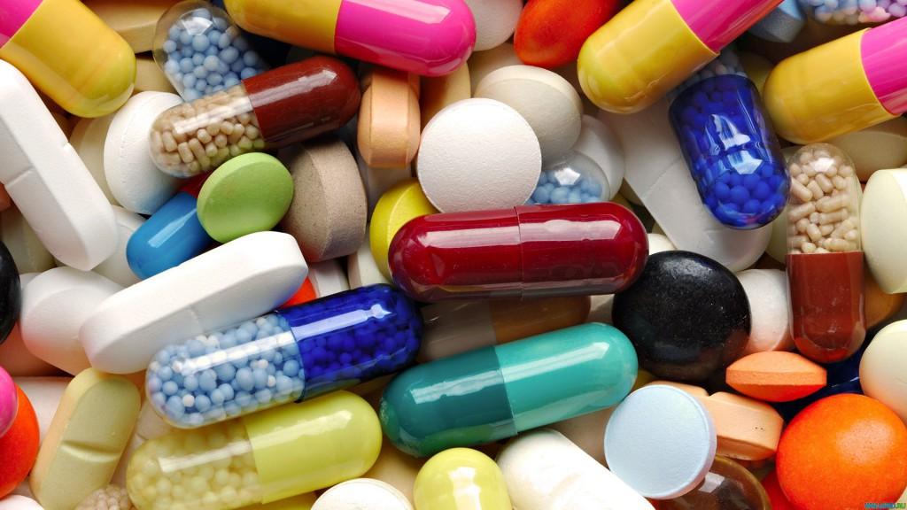 Общественники попросили Медведева ввести принудительное лицензирование АРВ-препаратов