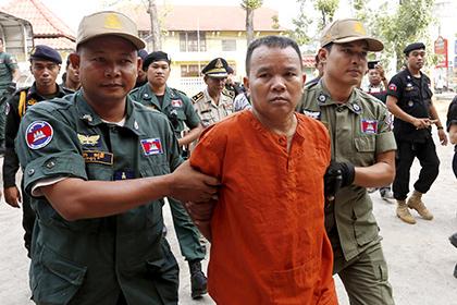 В Камбодже дали срок заразившему 200 человек ВИЧ доктору