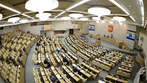 Госдума приняла закон о праве иностранцев с ВИЧ жить в РФ с родными