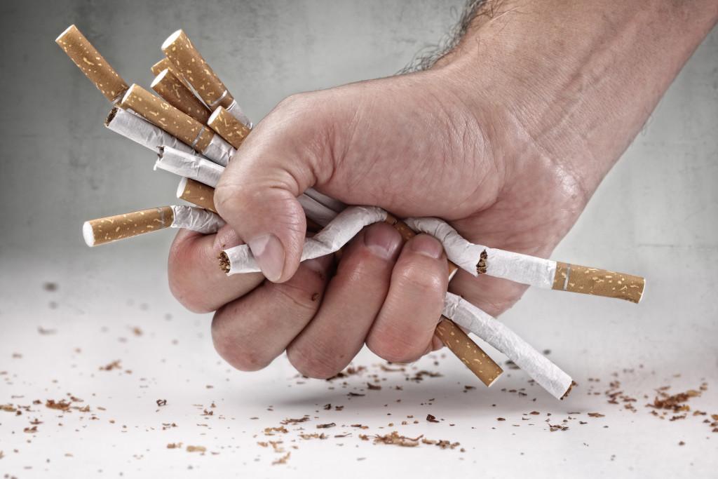 Курение повышает риск ВИЧ-инфекции