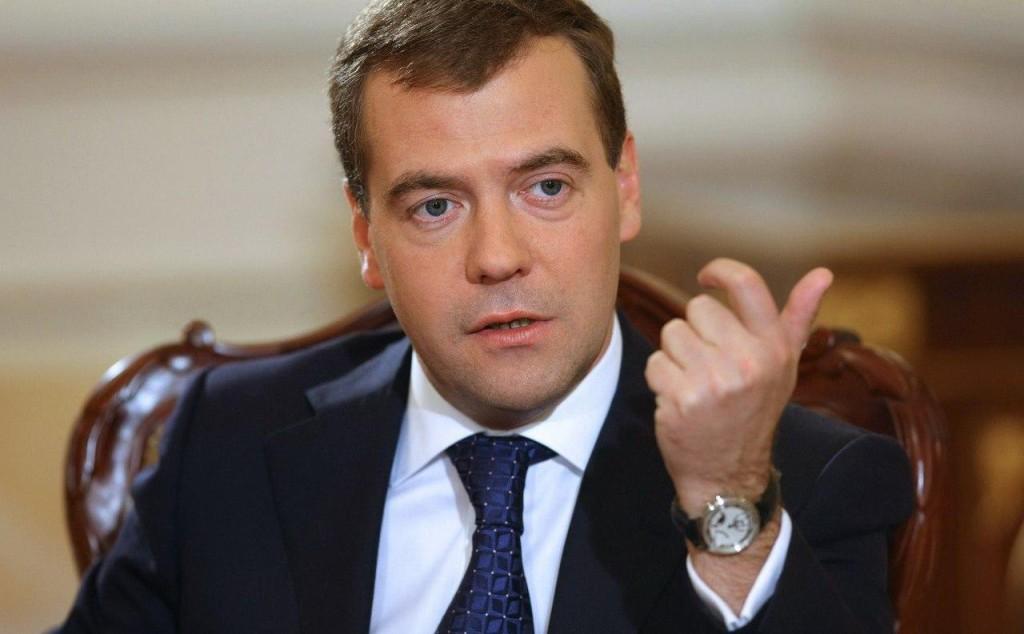 Медведев распорядился докупить полиомиелитную вакцину и препараты против ВИЧ