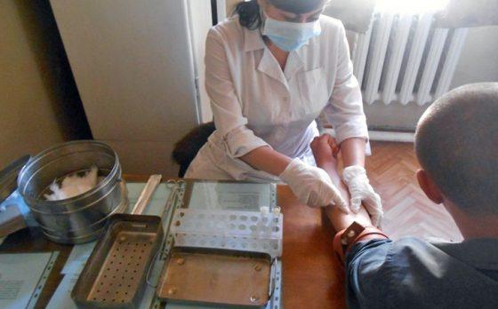 УФСИН: ВИЧ-инфицированные заключенные обеспечены антиретровирусными препаратами на 100%.