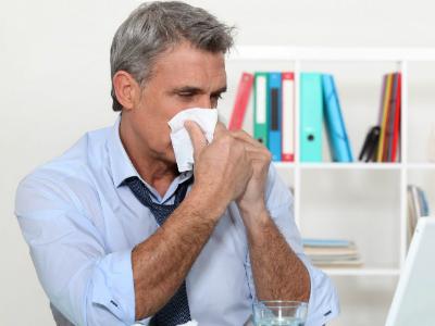 Ученые узнали, что движет людьми, когда они приходят на работу больными