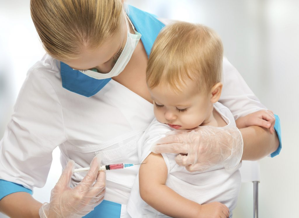 Прививки для защиты от болезней во время путешествия в бедные страны