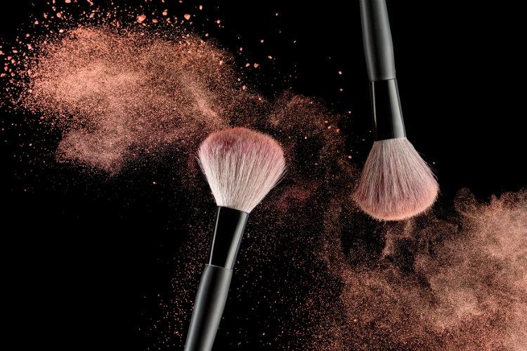 Как грязные кисти для макияжа стали причиной страшной инфекции
