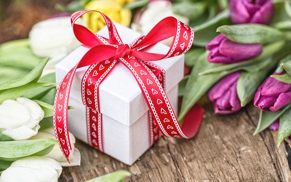 Оригинальные идеи подарков любимой женщине на 8 марта