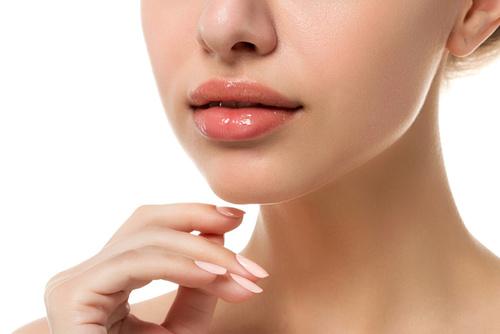 Омоложение губ методом биоревитализации