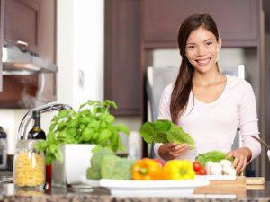 В период реабилитации после гриппа организму нужно много воды и легких фруктов