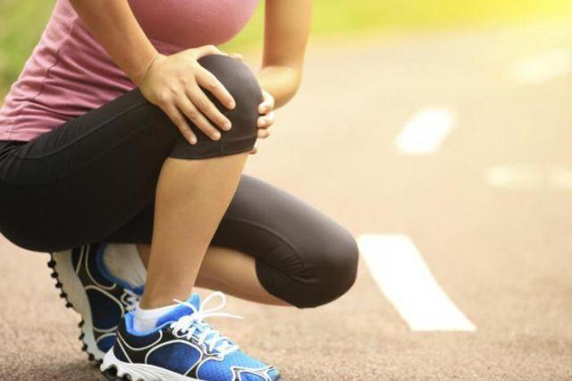 Хрустят суставы, плохо или хорошо и что делать?