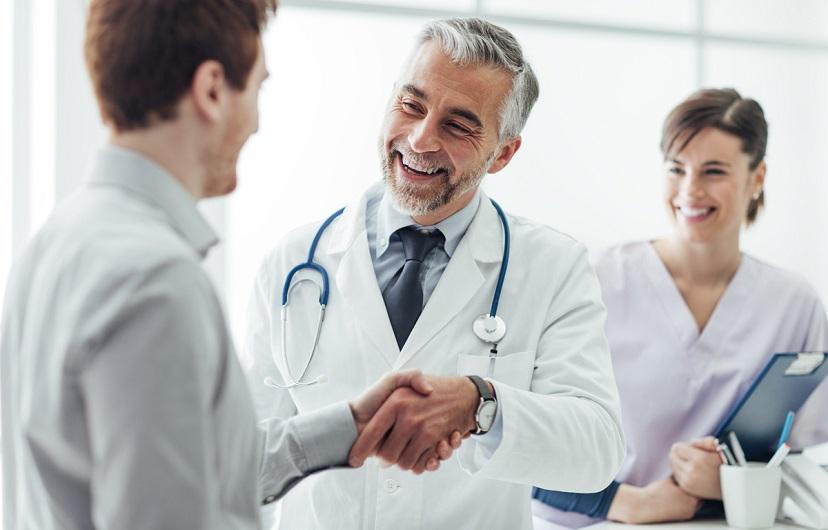 Современный подход к лечению бронхита: препараты для взрослых, необходимость антибиотиков, массаж, ингаляции и другие процедуры