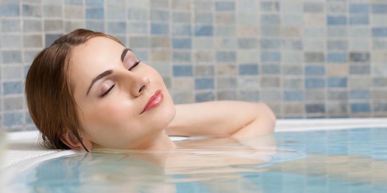 Когда и как правильно купаться во время простуды