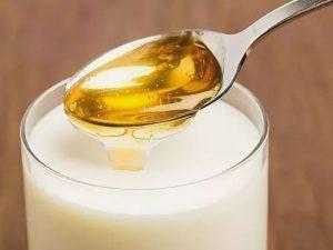 Молоко с медом при простуде может быть опасным