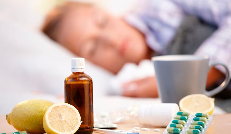 «Только чай от гриппа не спасёт»: Врач рассказал, как правильно «расхлёбывать» простуду