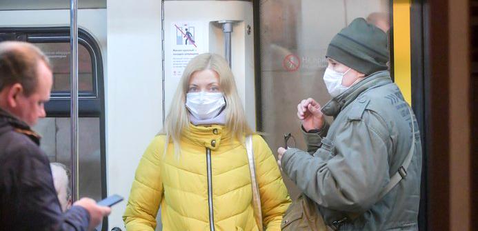 Врач рассказал, как не заразиться коронавирусом в общественном транспорте