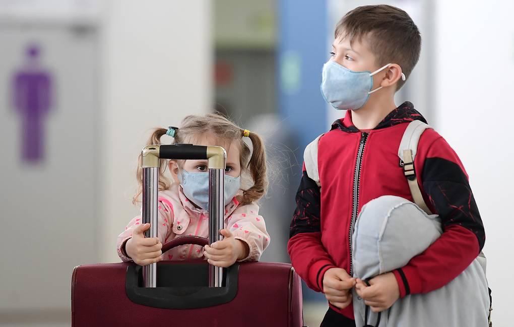 Детям и подросткам можно не бояться коронавируса, говорят врачи