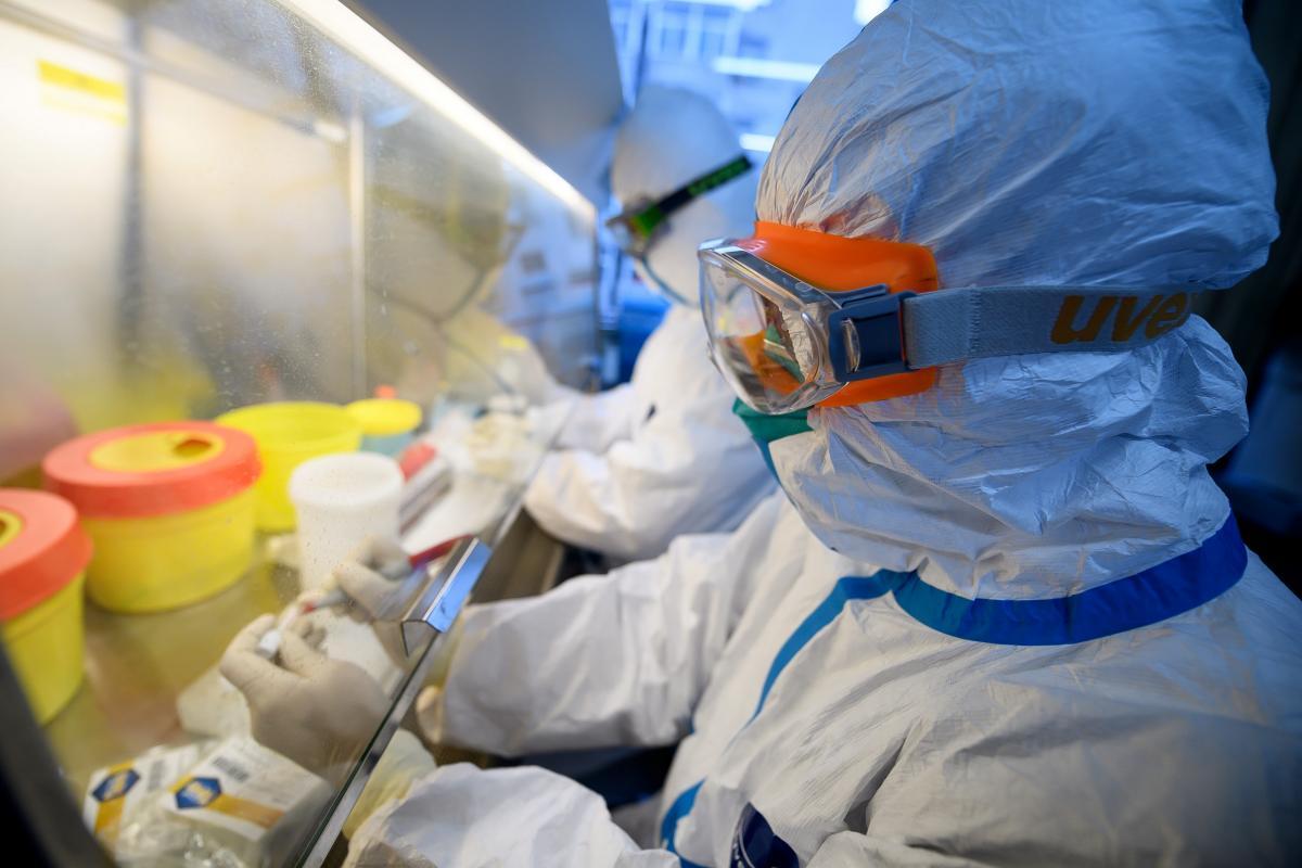 Названы отличия кашля при коронавирусе и простуде