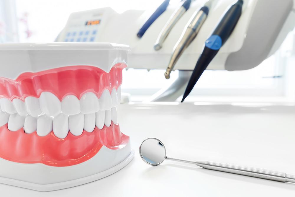 Восстановление и лечение зубов в клинике «ПRАКТИК»