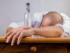 Комаровский объяснил, можно ли лечить COVID-19 парами водки и почему