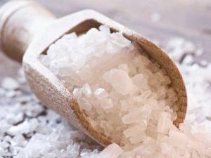 Найден простой способ повысить защиту от коронавируса с помощью солевого раствора