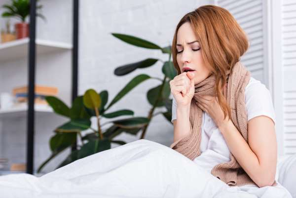 Врач назвала народные средства, которые не помогут при простуде