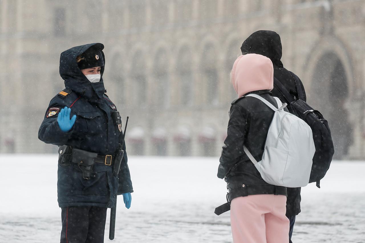 Как отдохнуть зимой и не заразиться? Отвечает врач