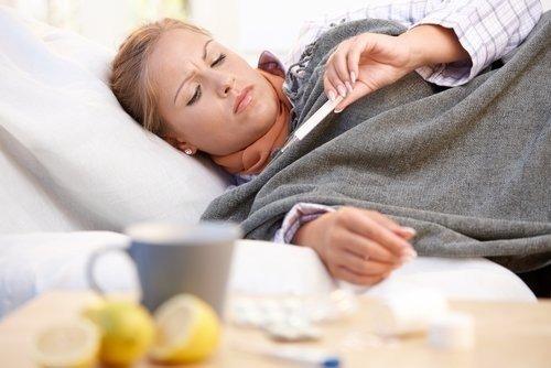 Эксперты назвали эффективные домашние средства от простуды