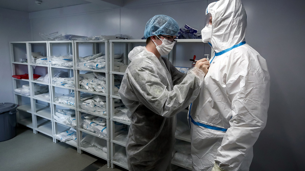 Людей с иммунитетом к коронавирусу могут изолировать на две недели