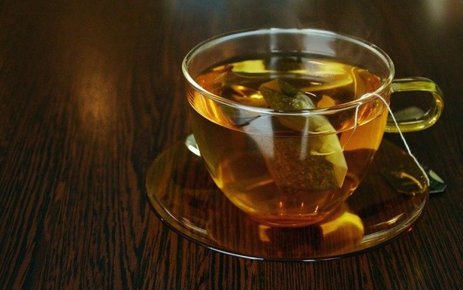 Зеленый чай может помочь в борьбе с Covid-19 и супербактериями