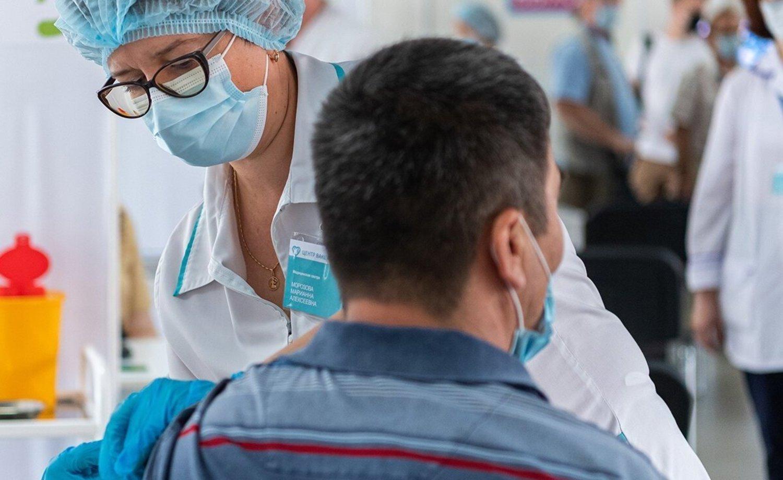 Реаниматолог рассказал о частоте заражения коронавирусом после вакцинации