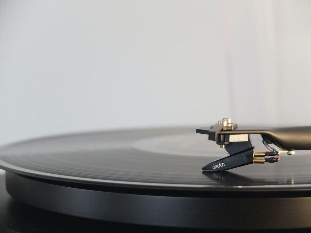 Музыка помогает справляться со стрессом из-за COVID-19