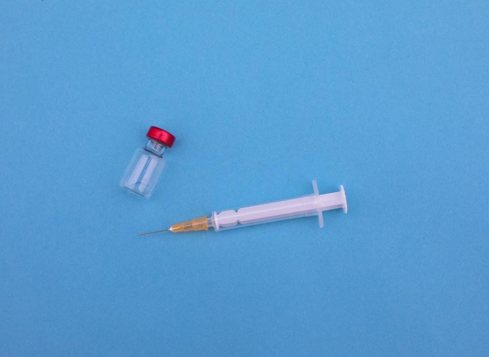 Две прививки эффективнее натурального иммунитета