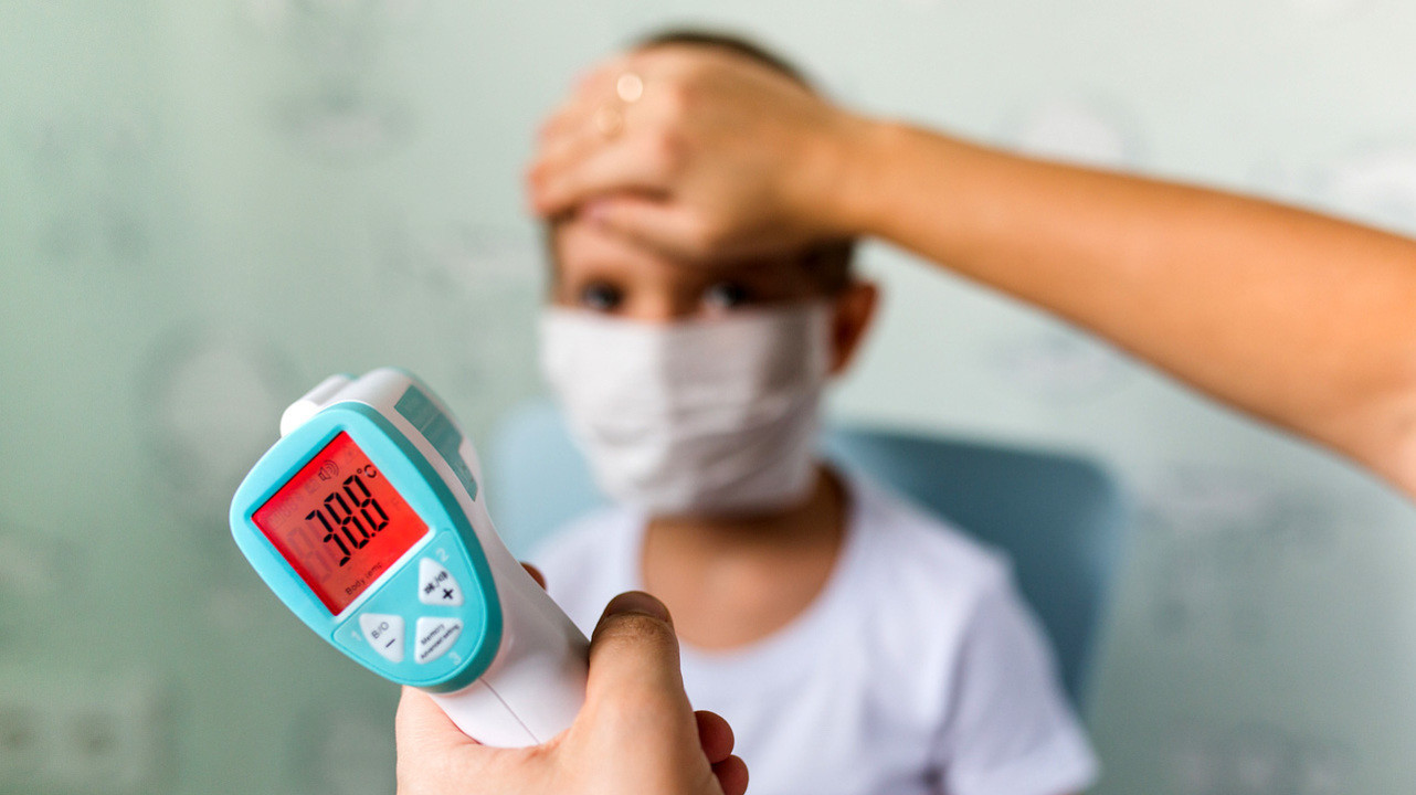 Дети имеют такой же риск заражения COVID-19, как и взрослые